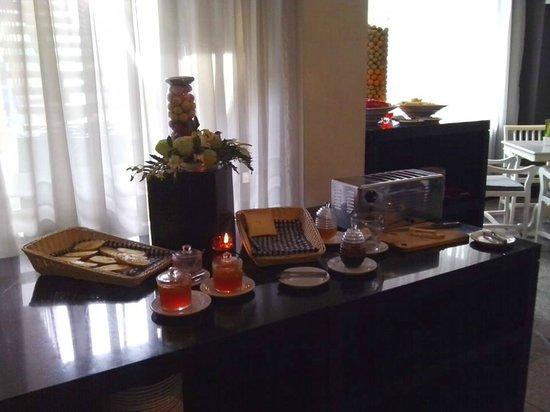 J Boutique Hotel: Breakfast
