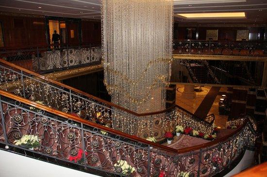 Lotte Hotel Moscow: лестница в отеле