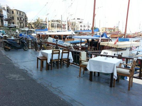 Hafen von Kyrenia (Girne): ristorantini