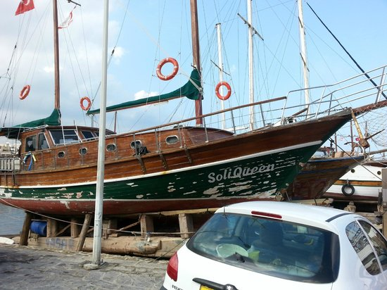 Hafen von Kyrenia (Girne): battello