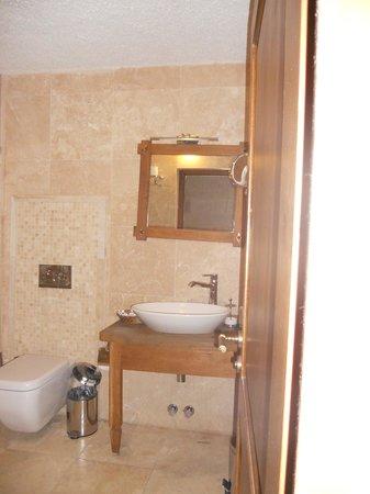 Goreme Inn Hotel : Huge bathroom