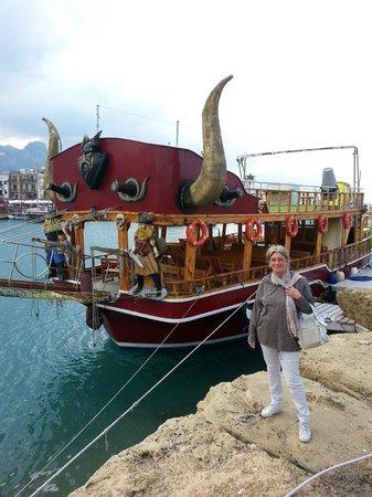 Hafen von Kyrenia (Girne): battello turistico