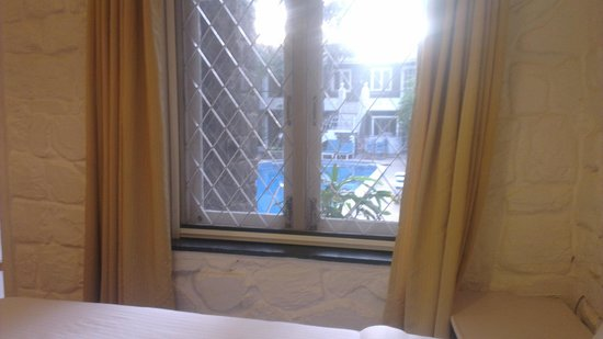 The Tamarind Hotel: pool view deluxe room