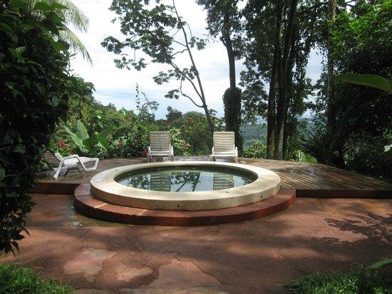 Samasati Retreat & Rainforest Sanctuary : Hot tub overlooking Caribbean.