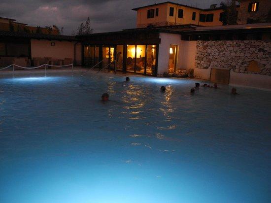 San Giovanni Terme Rapolano: Piscina di notte