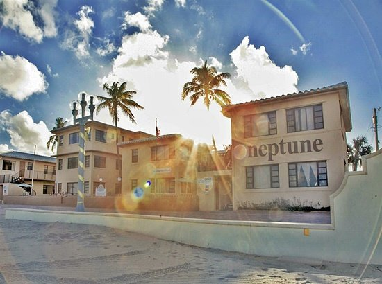 Neptune Hollywood Beach Hotel: The Neptune at sunset