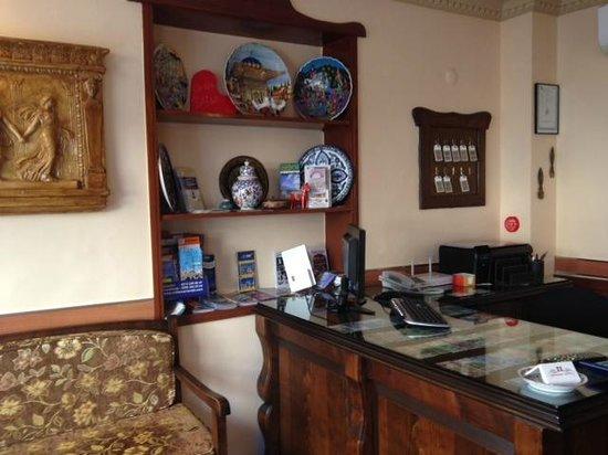 Hanedan Hotel : Front Desk/Lobby
