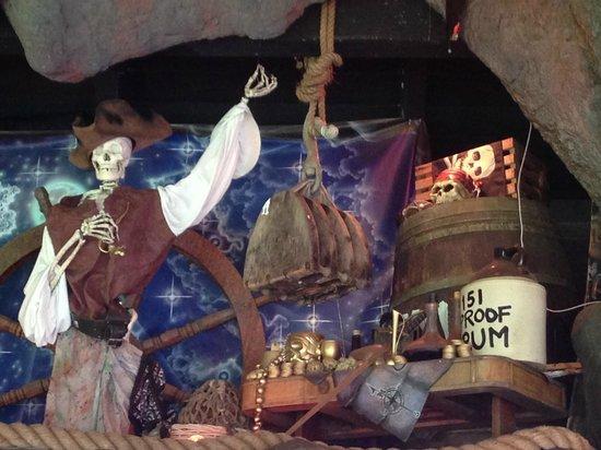 Captain Jack's Island Grill: pirate decor