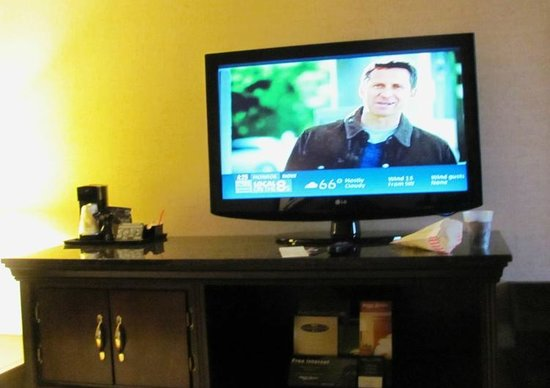 Drury Inn & Suites Charlotte University Place: Large flat screen tv