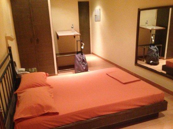Les Amis Airport Hotel: Room
