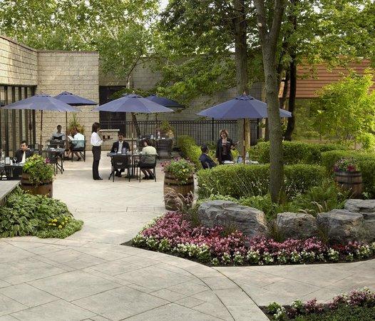 Chardonnay Restaurant & Lounge: Outdoor Patio