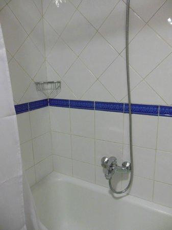Acta Antibes: doccia