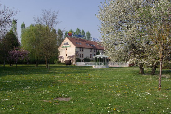 Comfort Hotel Beaune : parc d'1 hectare