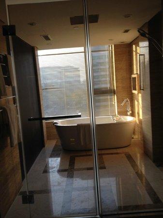 Hilton Beijing Wangfujing : Bathroom