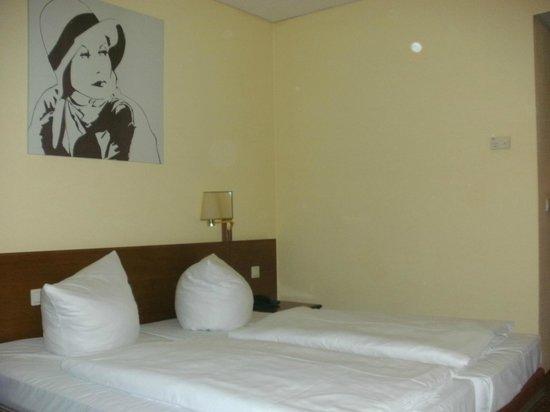 Quality Hotel Dresden West: Zimmer