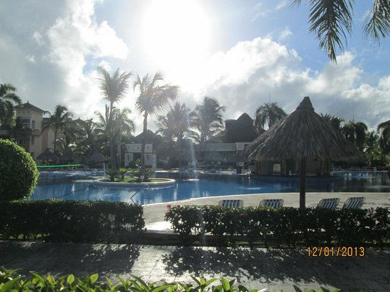 Grand Bahia Principe Punta Cana: piscine près de la plage