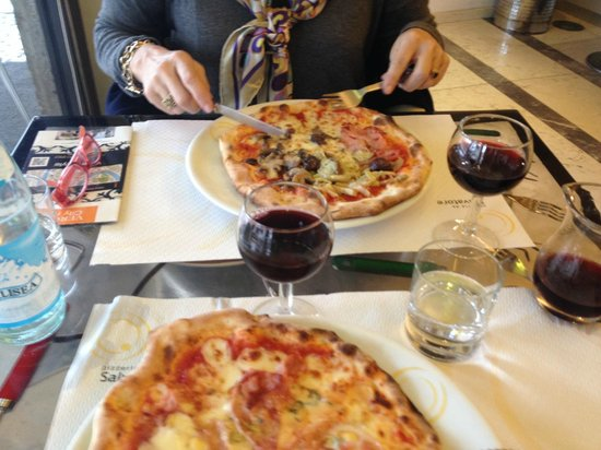 Da Salvatore: Must try pizza