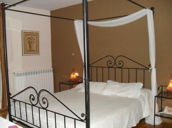 Hotel Els Encantats : Habitación