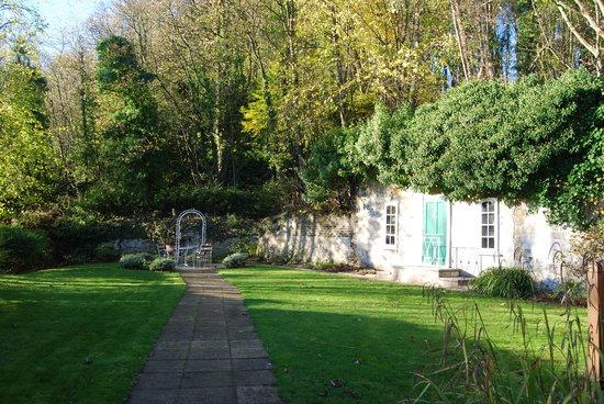 Kingswood Hotel: Secret Garden