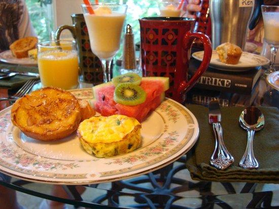 Tudor Inn Gatlinburg : Our breakfast.