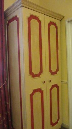 Antica Residenza d'Azeglio : Armadio