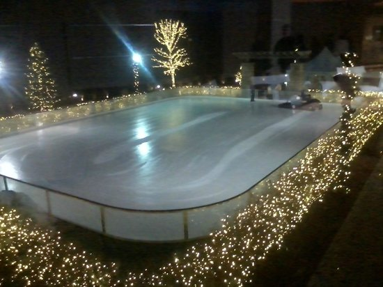 The Fox Tower at Foxwoods: ICE SKATING RINK AT MGM/FOXWOODS