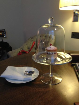 Rosewood London: In Room Welcome cake
