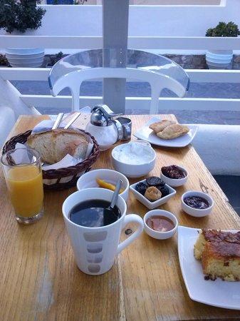 Rena's Rooms & Suites : Abundante y riquisimo desayuno