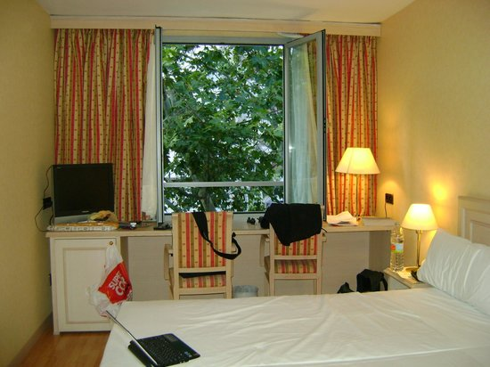 Senator Castellana Hotel: double room