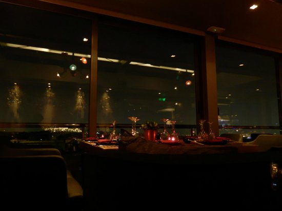Radisson Blu Park Hotel Athens: Rooftop restaurant by night