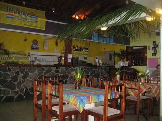 Sunset Bay Club & SeaSide Dive Center: Bar im Speisesaal
