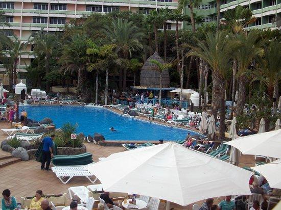 IFA Buenaventura Hotel: Busy, livelier pool