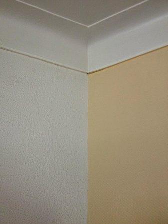 Hotel Albert 1er: mismatched walls
