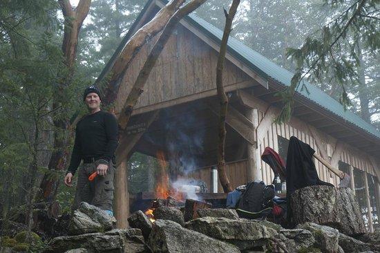 The Sunshine Coast Trail - Day Tours: Winter cookout at Manzanita Hut - Emma Levez Larocque photo