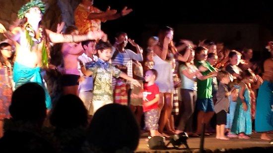 The Grand Luau at Honua'ula : Audience Participation