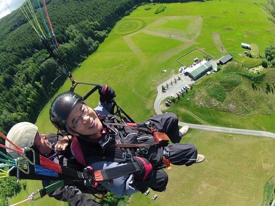 Fly Paragliding: The big smile next to the big smile