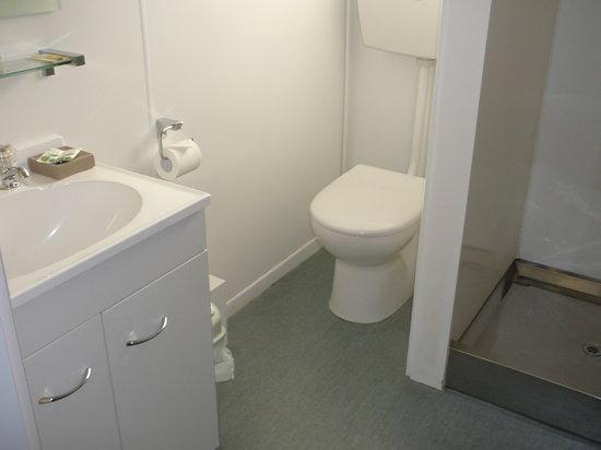 Archway Motels : A studio bathroom