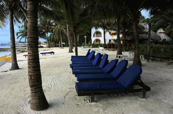 Caribbean Villas Hotel: Relax on the beach