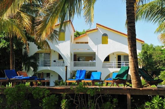 Caribbean Villas Hotel: The second building with rooms