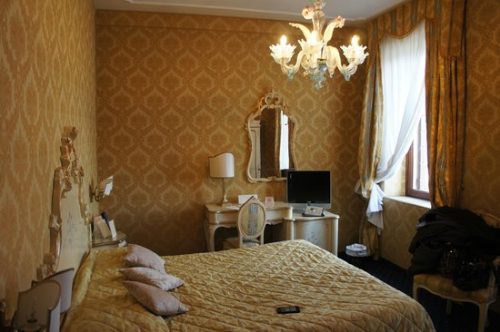 Hotel Carlton on the Grand Canal: The Room