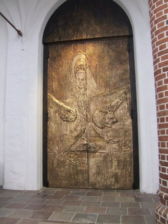 Musée des navires vikings de Roskilde : Recently door to the ancient Roskilde Cathedral