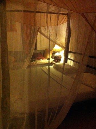 Raha Lodge Comfort Beach Villa: camera da letto