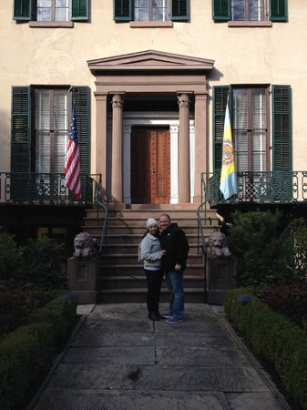 Bonnie Blue Walking Tours of Savannah: In front of Andrew Low House