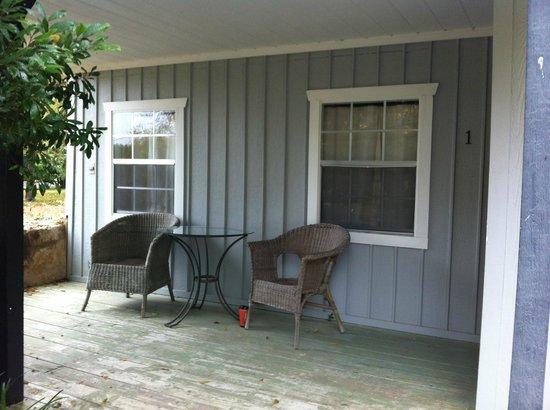 Hoffman Haus : Cute front porch
