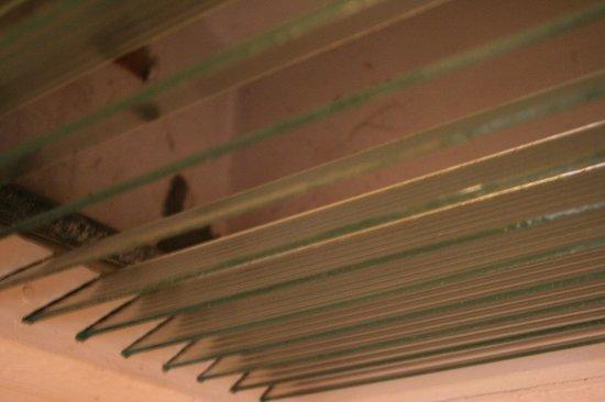 Dekeling Hotel: filth in the bathroom