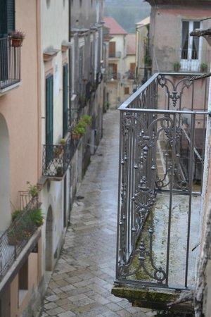 B&B La Terrazza del Poeta: Vista dal balconcino di una delle due camere