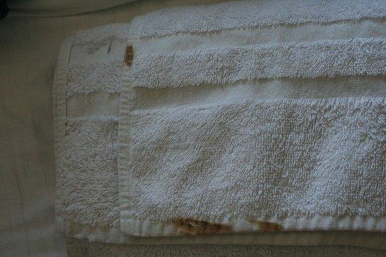 Dekeling Hotel: stains on