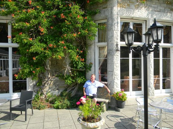 Purbeck House Hotel & Louisa Lodge : Patio  Area  to Rear  gardens