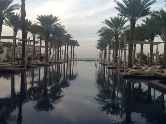 Park Hyatt Abu Dhabi Hotel & Villas: early evening