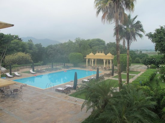 Trident Udaipur: pool with lake views in distance